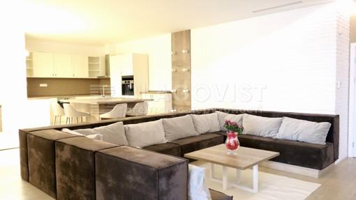 Apartment, R-31945, 10