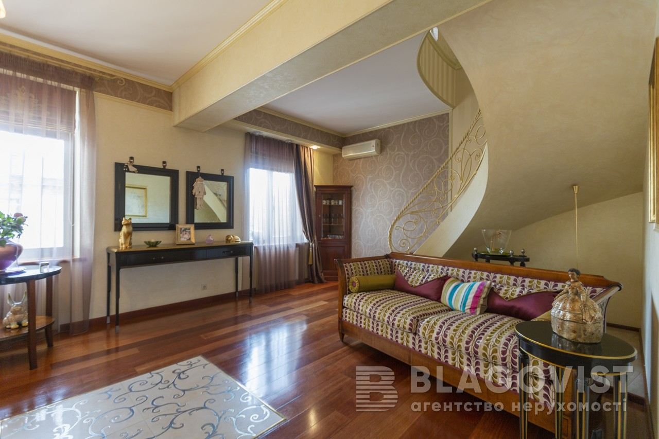 7-roomed Apartment for sale F-43889